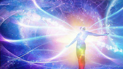 Accélération du temps et élévation du taux vibratoire